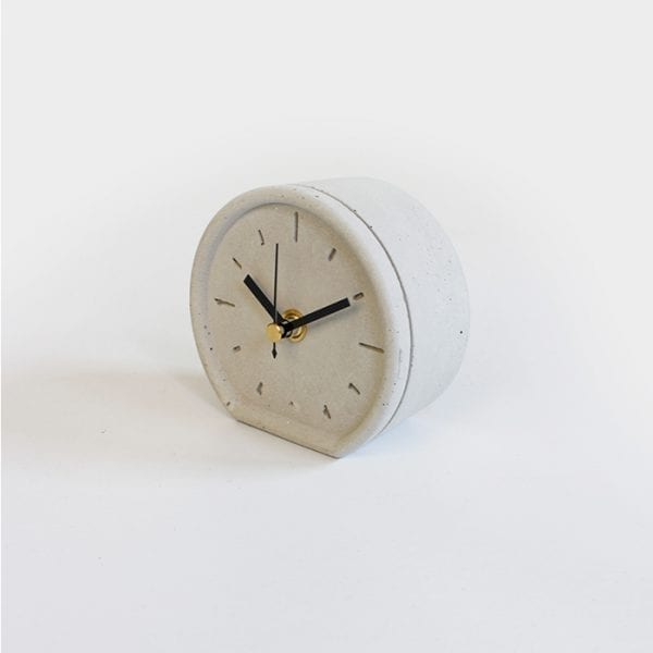 שעון שולחני מבטון